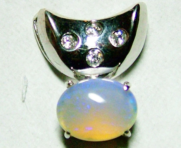 SOLID  OPAL AND CZ PENDANT/SILVER  8 CTS AS-1135