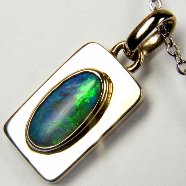 STUNNING BLACK OPAL SEA GREEN WHITE GOLD PENDANT SCO17
