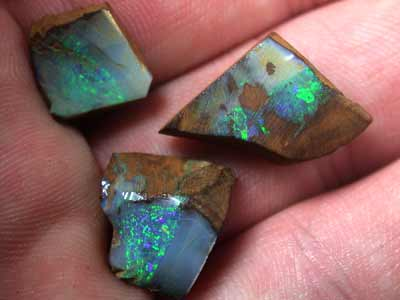 PARCEL GREEN FLASH ROUGH BOULDER OPALS 21.8 CTS  GR996