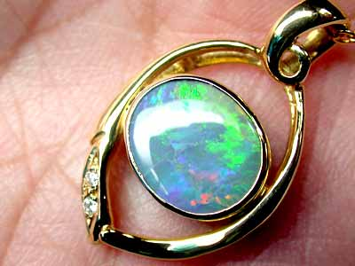 GORGEOUS INTENSE GREEN GEM BLACK OPAL 18K PENDANT SCO255