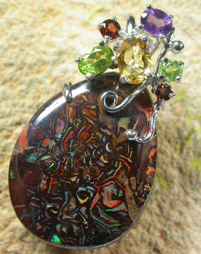 STUNNING  YOWAH  PENDANT WITH  6 NATURAL STONES 70CTS MS1362