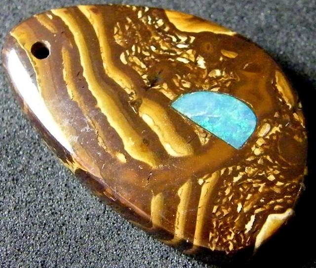 Morden Design Opal Pendant 28 CTS [IPB27]