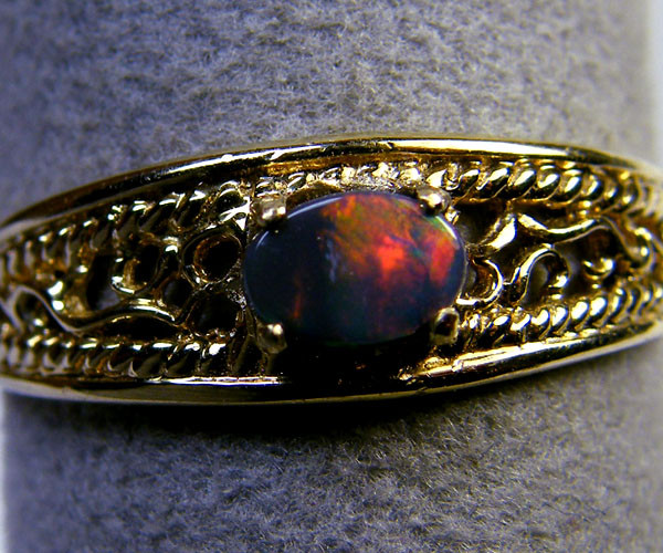 BLACK OPAL  RED FLASH 14K GOLD RING SIZE 3.5  MY 913