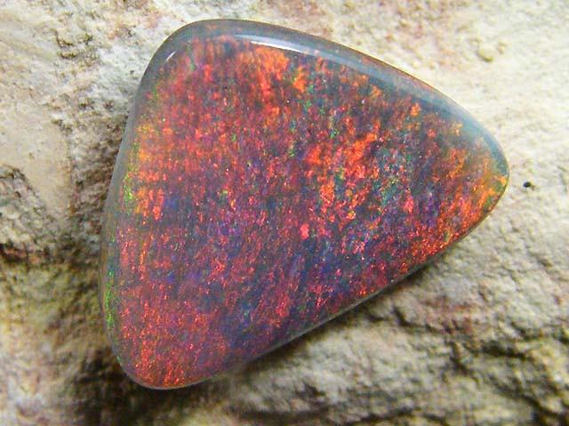SHEEN FIRE BLACK  OPAL 1.90 CTS JO 1200