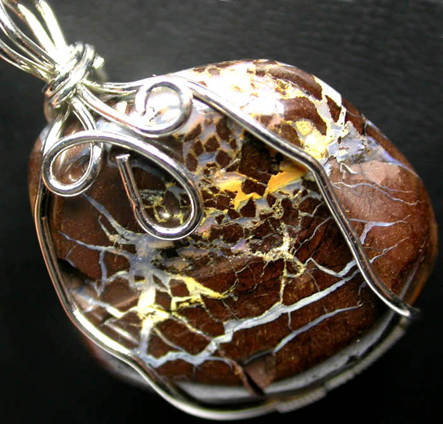 BOULDER MATRIX WIRE WRAPPED 59.95 CTS [BMA3235 ]