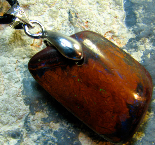 BOULDER OPAL PENDANT ON CORD READY TO WEAR 19.20 CTS A5025