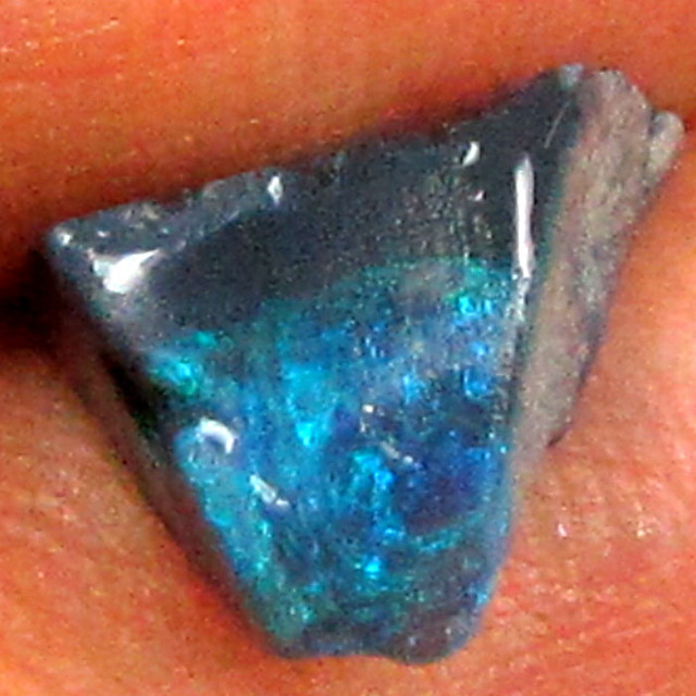 ROUGH BLACK OPAL 4.35CT W734