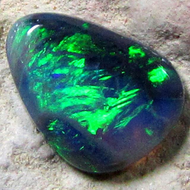 BLACK OPAL GREEN FLASH .95CT K214