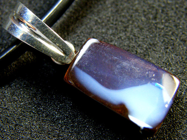 BOULDER OPAL WITH PEARL ENHANCER BALE PENDANT 18 CT MY 901