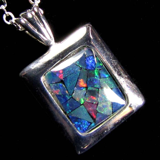 MOSAIC TRIPLET SILVER PENDANT 0.90 CTS MYG 1285