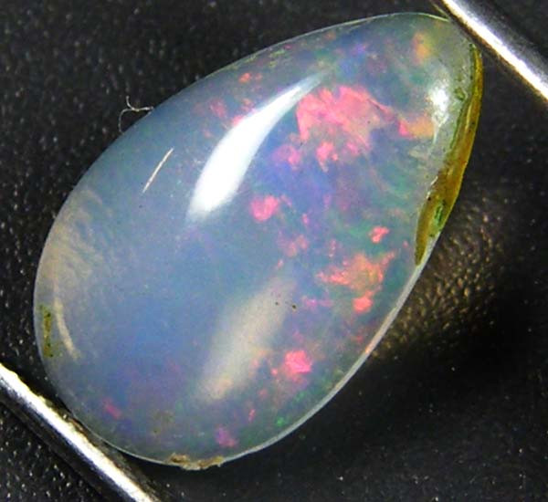 RED FLASH ETHIOPIAN OPAL 1.05 CTS  FOB 63