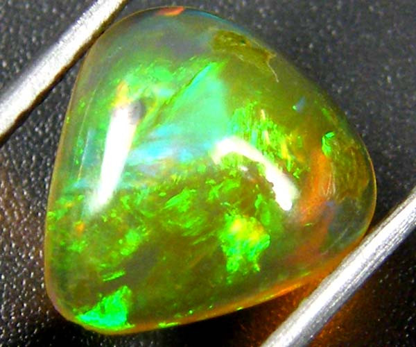 RICH GREEN FIRE ETHIOPIAN OPAL 1.20 CTS  FOB  114