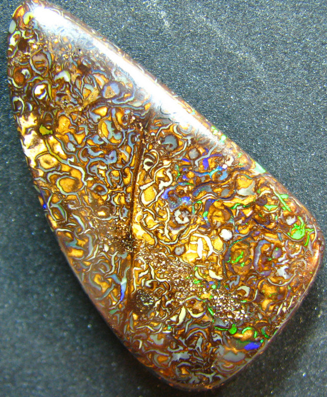 TOP GREEN ELECTRIC VEINS IN STONE POLISHED KOROIT OPAL 34CTS