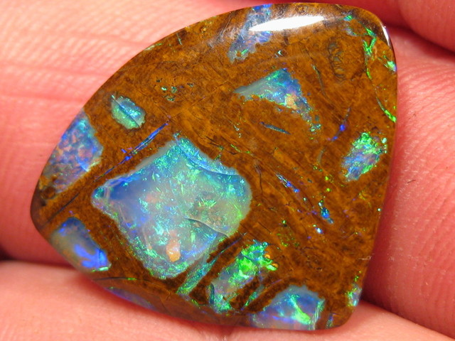 WONDERFUL & RARE OPALIZED WOOD, 12.75 CTS.FROM CO