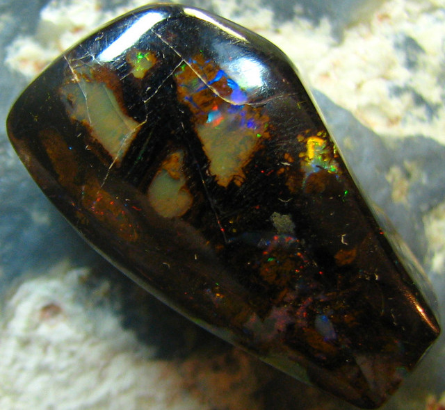 100+MILLION OF YEARS OLD OPALIZED WOOD PATTERN STONE 18CTS A7122
