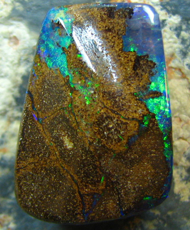 NATURAL BEAUTIFUL BOULDER OPAL 16.65 CTS ELECTRIC FLASHES A7151