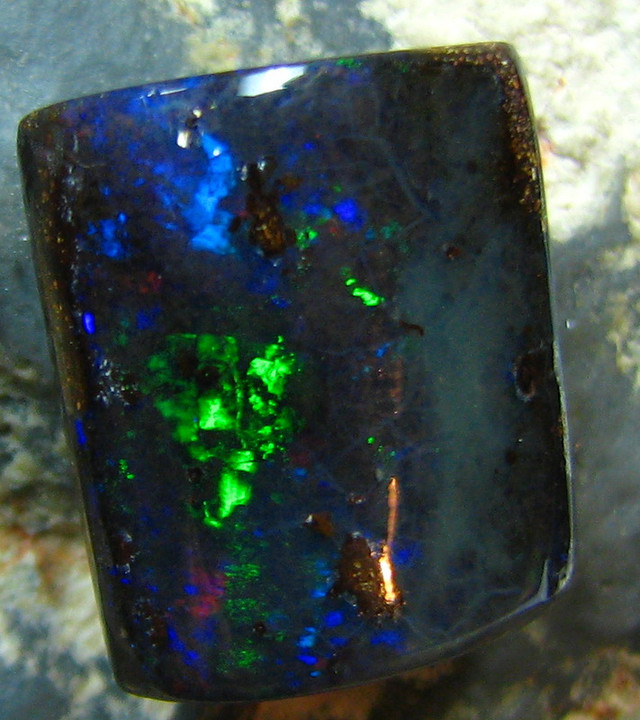NATURAL BEAUTIFUL BOULDER OPAL 8.30 CTS  FLASHES A7226