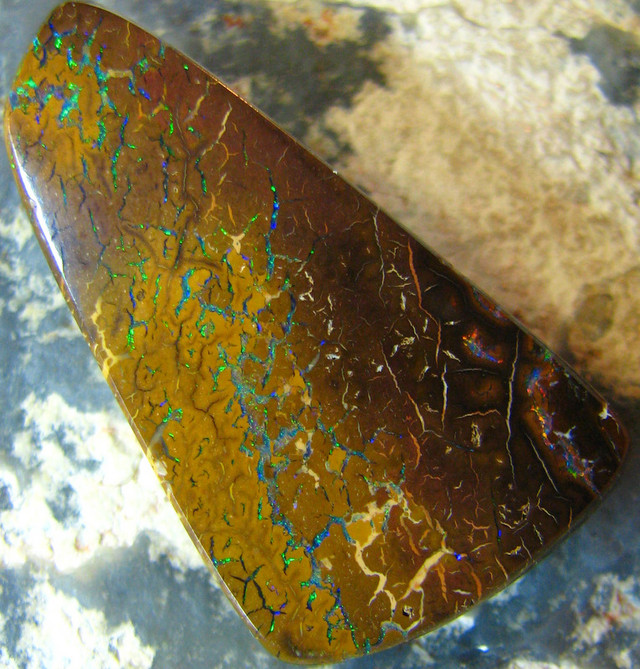 FLASHES OF COLOR NATURAL BEAUTIFUL BOULDER OPAL 28.60 CTS A7334