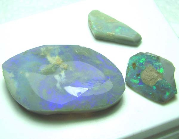 BLACK OPAL ROUGH PARCEL L. RIDGE  39 CTS  DT-7215