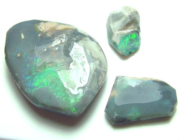 BLACK OPAL ROUGH PARCEL L. RIDGE  25 CTS  DT-7220