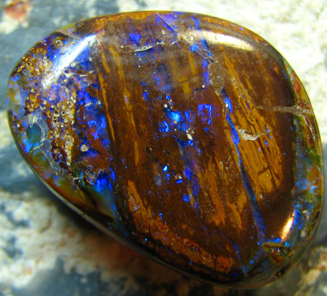 NICE FLASHY BLUE  POLISHED KOROIT OPAL 30.40 CTS