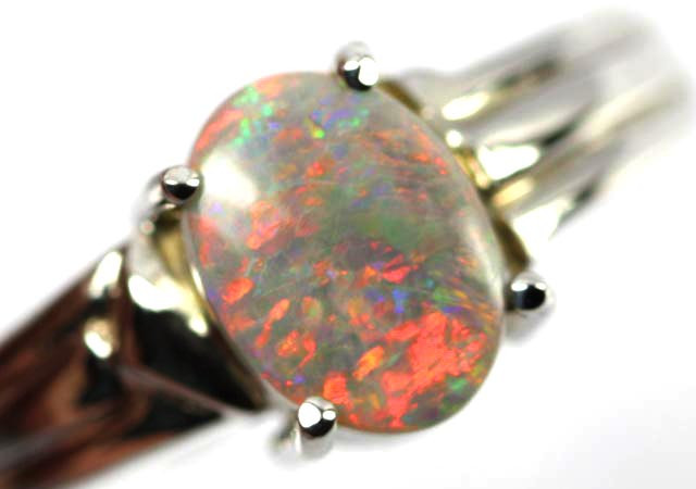 RED HUES  OPAL 18K  GOLD 8 1/2 RING SIZE  CJ1209