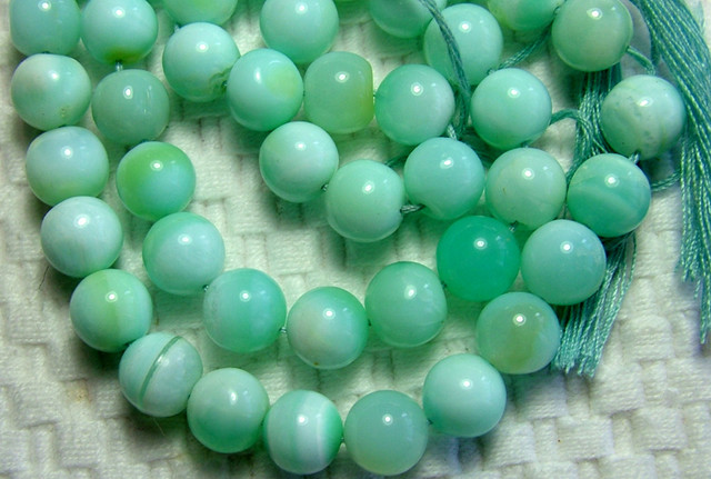 PERU OPAL BEADS  DRILLED  85  CTS  8mm AS-A3680