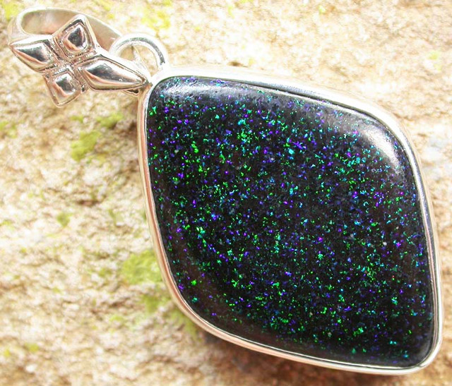 FAIRY OPAL PENDANT -DIRECT FROM FACTORY 30.00 CTS [SOJ441]