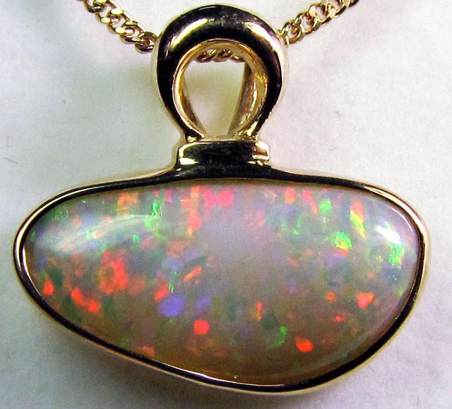 CRYSTAL OPAL SHELL  18 K GOLD  PENDANT  CK111