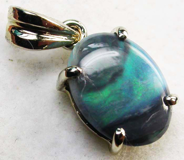 BLACK OPAL  18 K WHITE GOLD  PENDANT  CK 146