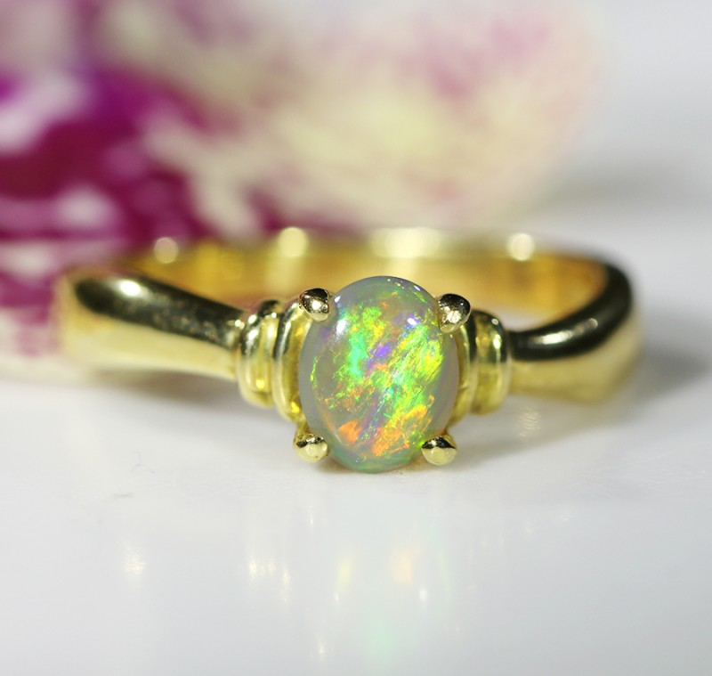 CRYSTAL OPAL RING SIZE 5 1/2   18 K  GOLD   CK 194