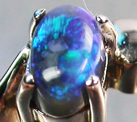 BLACK OPAL RING SIZE 5.5   18 K  WHITE GOLD   CK 205