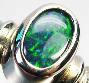 BLACK OPAL RING SIZE 6.5     18 K  WHITE GOLD   CK 217