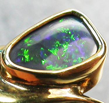 BLACK OPAL RING SIZE 6.5   18 K  GOLD   CK 238