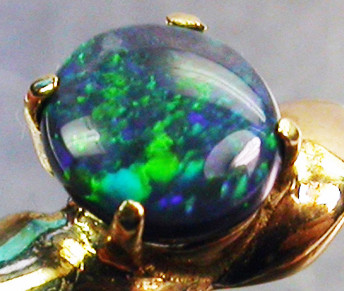 BLACK OPAL RING SIZE 5   18 K  GOLD   CK 239
