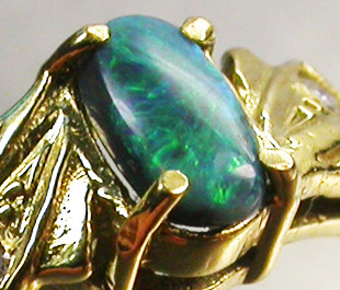 BLACK OPAL RING SIZE 5.5   18 K  GOLD   CK 246