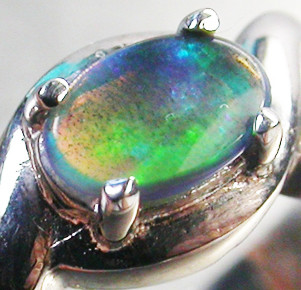 BLACK OPAL RING SIZE 6   18 K  WHITE GOLD   CK 252