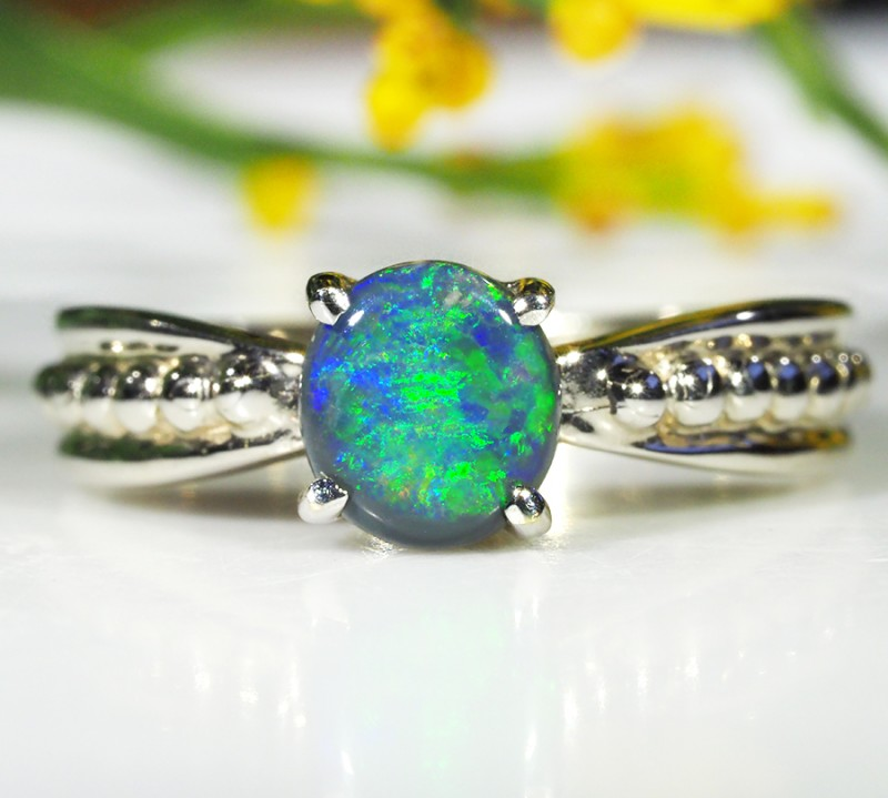 BLACK OPAL RING SIZE 6    18 K  WHITE GOLD   CK 269