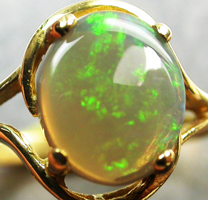 CRYSTAL OPAL RING SIZE 6.5   18 K  GOLD   CK 277