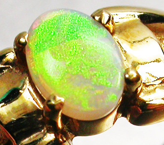 CRYSTAL OPAL RING SIZE  7    18 K  GOLD   CK 288