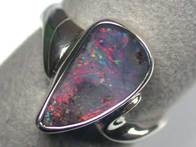 BEAUTIFUL RED BOULBER OPAL  SILVER RING SIZE 7.5 L2763