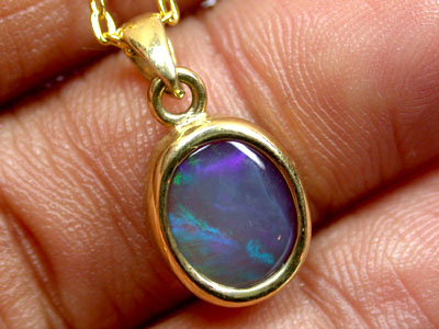 BEAUTIFUL BLUE FLASH BLACK CRYSTAL OPAL PENDANT SCO432