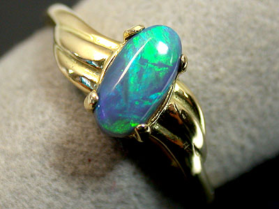 BLACK OPAL 18K GOLD RING SIZE 5.5 SCO656