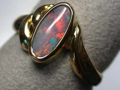 BLACK OPAL 18K GOLD RING SIZE6 RED RED  SCO658