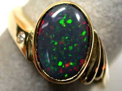 BLACK OPAL 18K GOLD RING WITH DIAMOND SIZE 9 SCO708