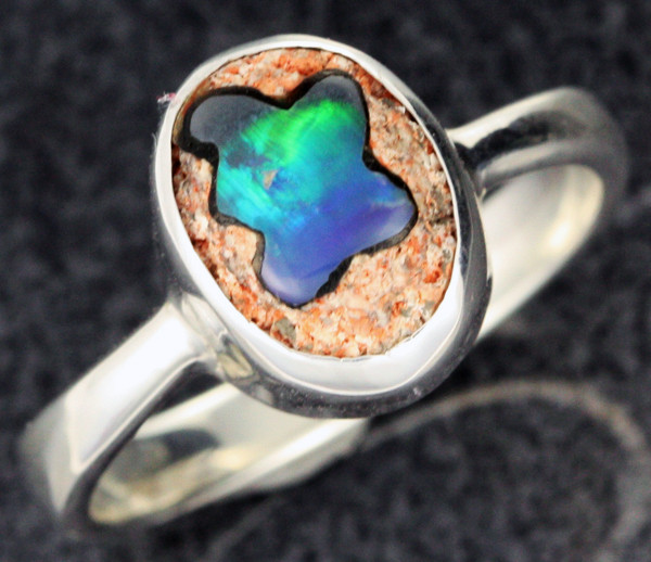 OPAL INLAYED IN TO SANDSTONE RING SIZE 7 [SOJ1099]