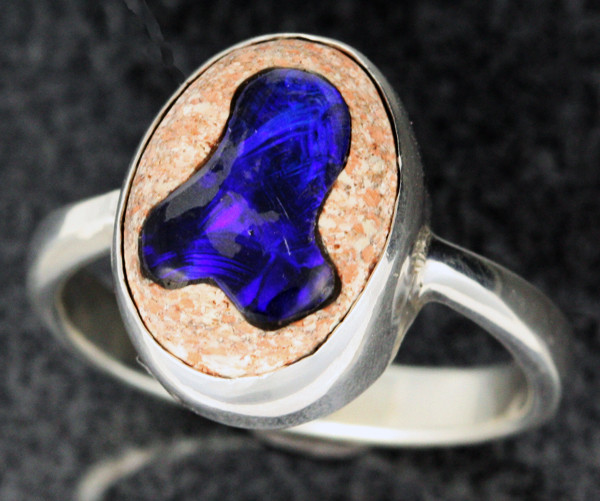OPAL INLAYED IN TO SANDSTONE RING SIZE 7 [SOJ1100]