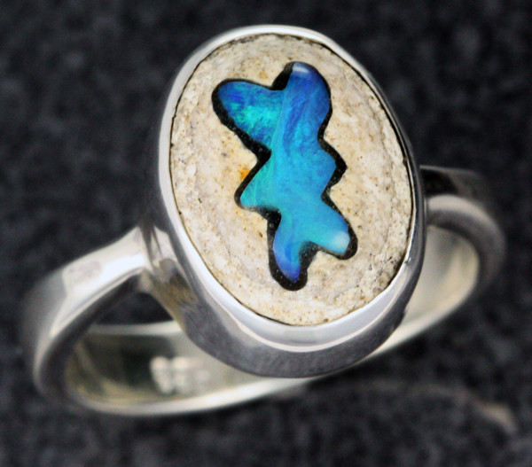 OPAL INLAYED IN TO SANDSTONE RING SIZE 7 [SOJ1109]