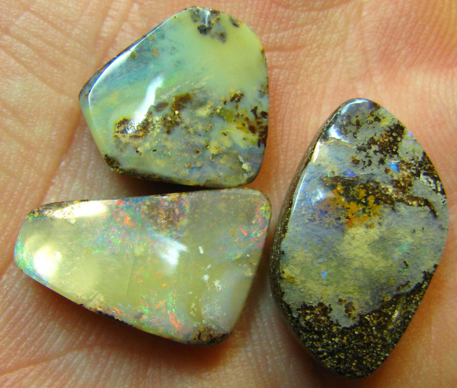 3 PIECE MATCHING STONES DEALERS PARCEL 29.70 CTS A8679