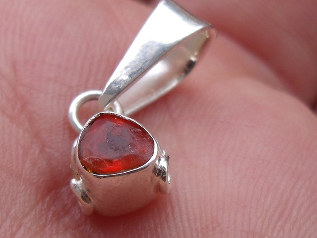 FIRE OPAL CHERRY GEMSTONE & SILVER FASHION PENDANT P012